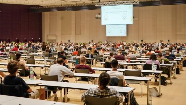 Zehntausende bewerben sich für das Medizinstudium, nur ein Bruchteil von ihnen schafft es (Bild: Pail Sepp)