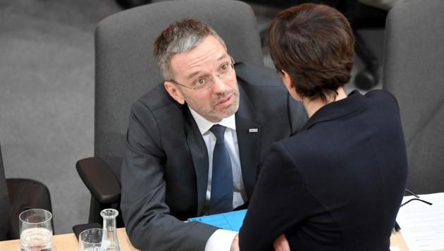 Herbert Kickl trifft Pamela Rendi-Wagner zum Gespräch - Ausloten einer Zusammenarbeit? (Bild: APA/ROLAND SCHLAGER)