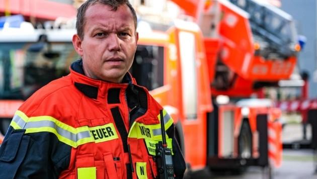 Der Brand brach am Dach des Marktes aus, Markus Reitbauer (kl. Bild) leitete den Einsatz (Bild: Einöder Horst)