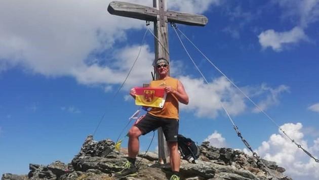 Bergsteiger Hans Goger hat schon auf vielen Gipfeln die Burgenlandfahne gehisst. (Bild: Team Goger)