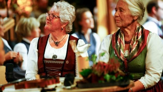 Ehrengäste: die Preisträgerinnen der ersten silbernen Amsel. (Bild: Gerhard Schiel)