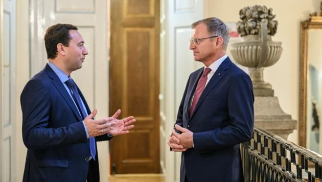 ÖVP-LH Thomas Stelzer und FPÖ-Chef Manfred Haimbuchner im trauten Gespräch (Bild: Markus Wenzel)