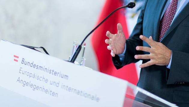 Nachdem Alexander Schallenberg ins Bundeskanzleramt wechselt, läuft nun die Suche nach einem Nachfolger im Außenamt. (Bild: APA/BMEIA/MICHAEL GRUBER)