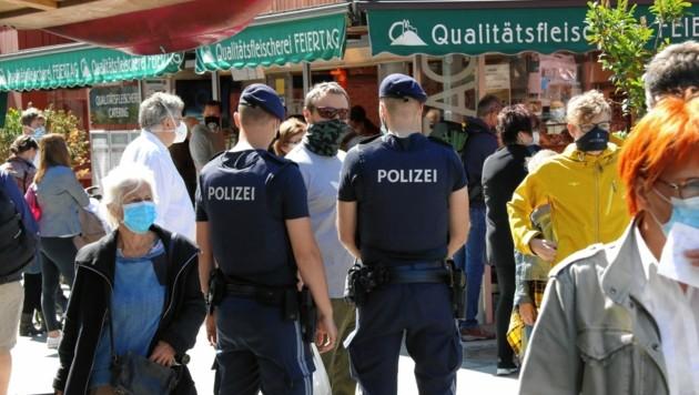 Wegen Kontrolle der Corona-Regeln erlebt die Polizei immer wieder unangenehme Diskussionen (Symbolbild). (Bild: Christian Jauschowetz)
