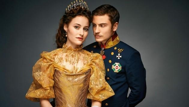 Dominique Devenport ist Kaiserin Elisabeth, Jannik Schümann spielt Kaiser Franz Joseph. (Bild: TVnow/Beta Film)