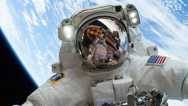 NASA-Astronaut Mike Hopkins bei einem Außeneinsatz auf der Raumstation ISS (Bild: APA/AFP/NASA)