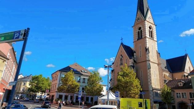 Der Nikolaiplatz erhält ein Riesenrad; das sorgt für Debatten. (Bild: Kimeswenger Fritz)