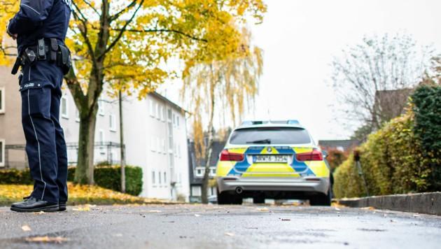 Ein Polizeiwagen in Deutschland (Symbolbild) (Bild: APA/dpa/Guido Kirchner)