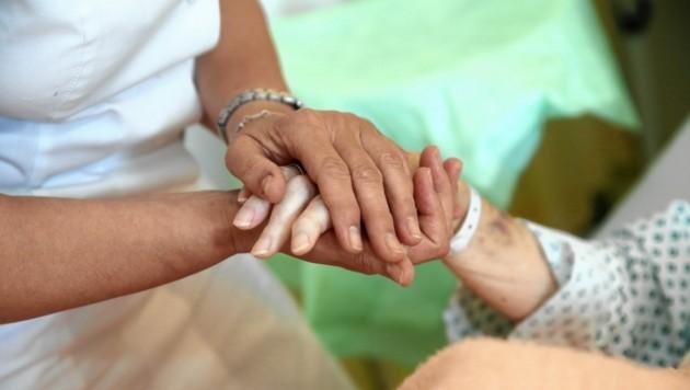 Die Betreuung von Demenzpatienten ist eine große Herausforderung - auch finanziell. (Bild: Tomschi Peter)