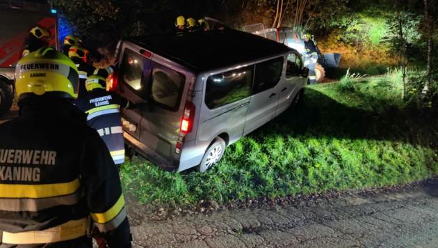 Das Fahrzeug kippte beinahe um. (Bild: FF Kaning)