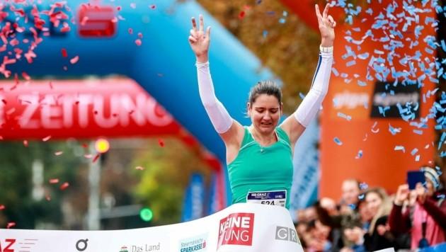 Konnte ihren Sieg kaum fassen: Enikö Molnar lief in Graz als Erste ins Marathon-Ziel! (Bild: GEPA pictures/ Matic Klansek)
