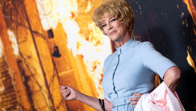 """Jamie Lee Curtis hat sich als ihre Mutter Janet Leigh im Kultfilm """"Psycho"""" verkleidet. (Bild: APA/Photo by VALERIE MACON/AFP)"""