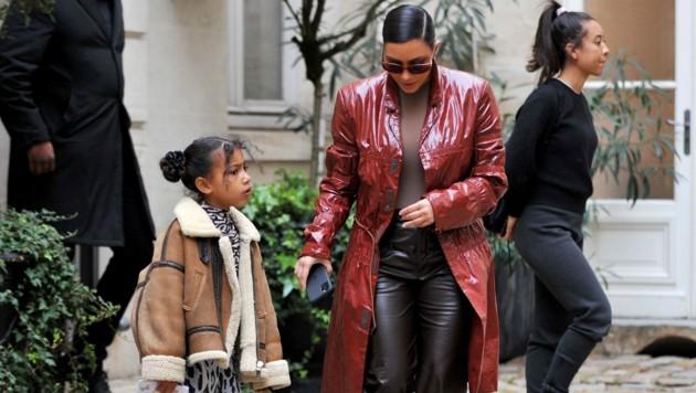 Kim Kardashian mit ihrer ältesten Tochter North (Bild: www.PPS.at)