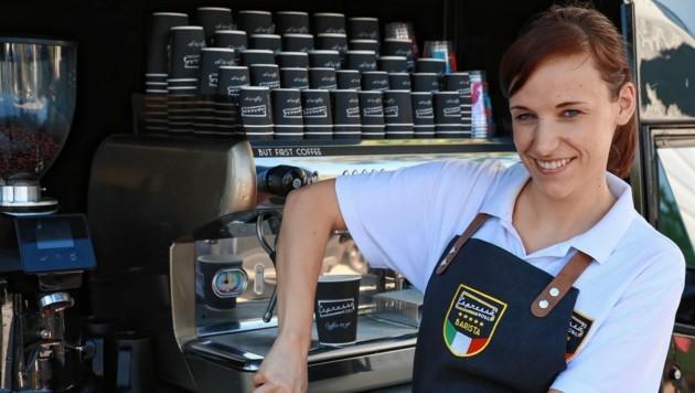 Einen doppelten Espresso oder vielleicht doch Ristretto? Die Barista des Espressomobils aus Wien verwöhnen Kaffeetrinker nun auch in München. (Bild: Zwefo)
