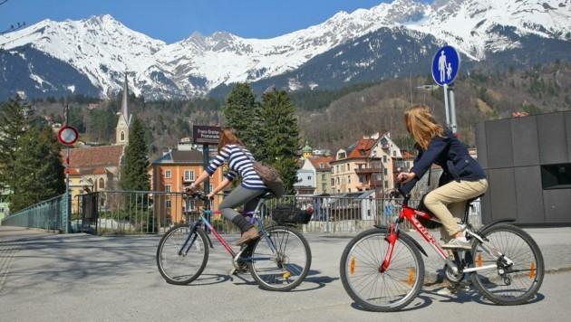 Der Herbst lädt noch zu so manch einer ausgiebigen Radtour ein. Aber Vorsicht! Die goldene Jahreszeit hat auch ihre Tücken. (Bild: Christof Birbaumer)