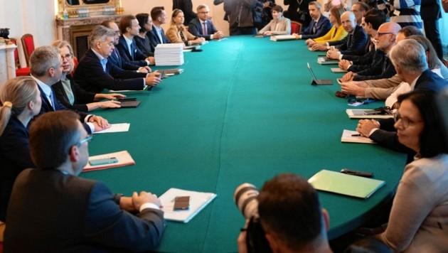 Erster Ministerrat mit Bundeskanzler Alexander Schallenberg (Bild: AFP)