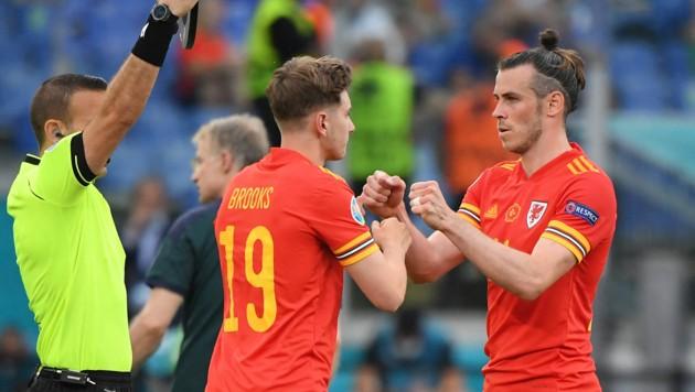 David Brooks (links) und Gareth Bale bei der EM im Sommer (Bild: AFP)
