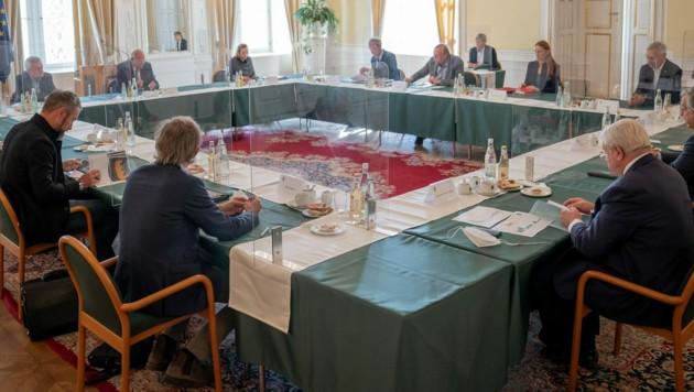In der Grazer Burg wurde ein runder Tisch zur aktuellen Corona-Situation in der Steiermark abgehalten. (Bild: Land Steiermark/Binder)
