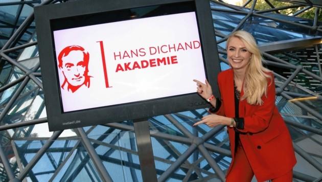 krone.tv-Redakteurin Jana Pasching moderierte die Auftaktveranstaltung zur Hans-Dichand-Akademie in Graz. (Bild: Christian Jauschowetz)