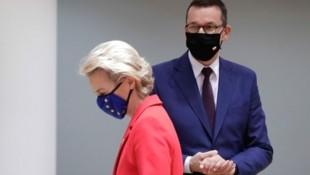 Ursula von der Leyen und Mateusz Morawiecki (Bild: AFP)