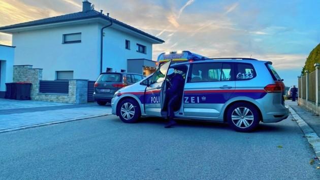 Die Polizei am Tatort in Deutsch-Brodersdorf (Bild: Monatsrevue/Lenger Thomas)