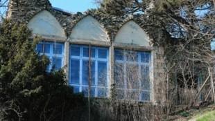 Wer sich auf die Suche nach verlassenen Gebäuden begibt, der wird im Dehnepark fündig. Dort steht die verlassene Ruinenvilla. (Bild: Peter Tomschi)