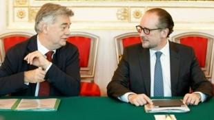 Kanzler Alexander Schallenberg (re.) und sein Vize Werner Kogler wollen das Regierungsprogramm weiter abarbeiten. (Bild: FLORIAN WIESER)