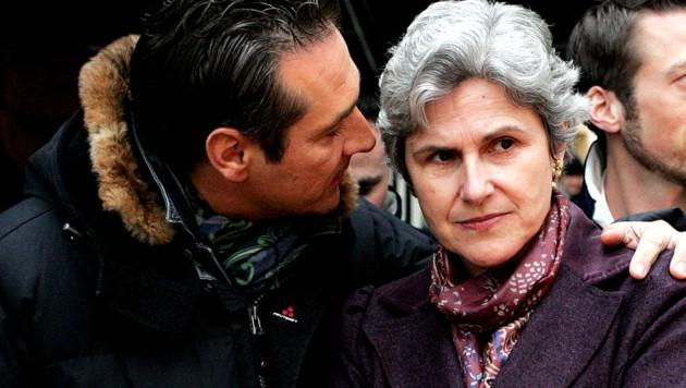 FPÖ-Chef Heinz-Christian Strache und Barbara Rosenkranz bei einer Veranstaltung im Jahr 2008 (Bild: APA/Helmut Fohringer)