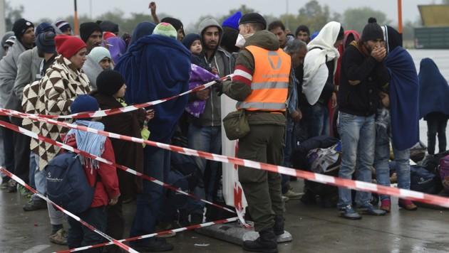 Flüchtlinge am Grenzübergang Nickelsdorf