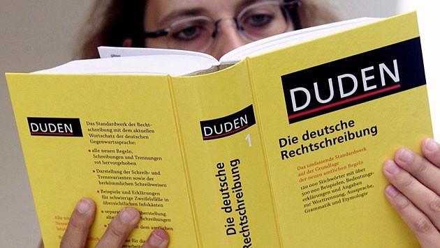 Der Duden gilt als Grundlage einheitlicher deutscher Rechtschreibung. (Bild: APA/dpa/Uli Deck)