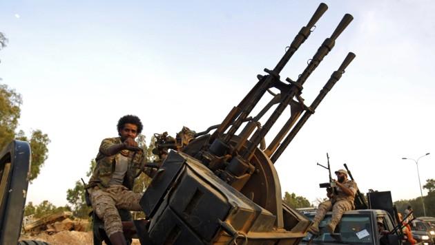 Mitglieder der Salah-Bou-Haliqa-Brigade, die General Haftar unterstehen, in Bengasi (Bild: AFP)