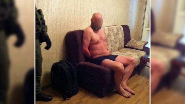 Seisenbacher bei der Verhaftung in seiner Wohnung in Kiew (Bild: npu.gov.ua)