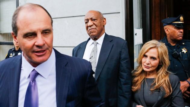 Bill Cosby (Mitte) mit seinen Anwälten Brian McMonagle und Angela Agrusa. (Bild: AFP)