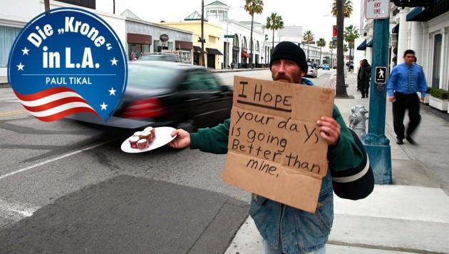 Ein Obdachloser bietet Autofahrern in Beverly Hills Muffins gegen eine freiwillige Spende. (Bild: Reuters, krone.at-Grafik)