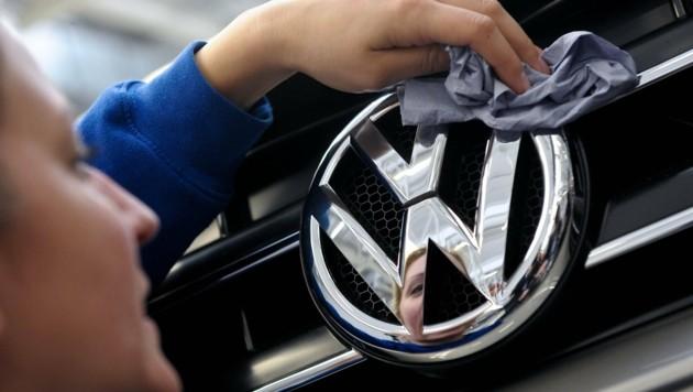 Der VW Amarok ist das erste Modell mit der Schummel-Software, das in die Werkstatt gerufen wird. (Bild: dpa/Peter Steffen)