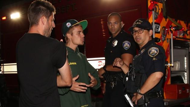 Justin Bieber im Gespräch mit den Cops (Bild: www.PPS.at)
