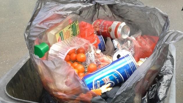 Aludosen und Plastikflaschen haben im Restmüll nichts verloren. (Bild: Stefan Huber)