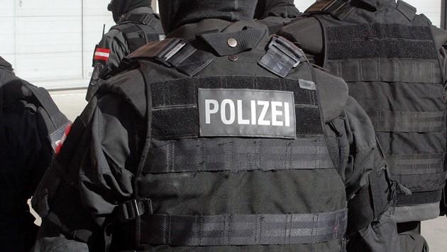 Auch die Spezialeinheit Cobra rückte in Antiesenhofen an (Bild: Andi Schiel (Symbolbild))