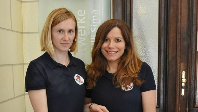 """Kampagnenleiterin Martina Pluda und Indra Kley, Leiterin des Österreich-Büros der """"Vier Pfoten"""" (Bild: Vier Pfoten)"""