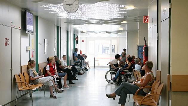 Überfüllte Spitalsambulanz (Bild: Jürgen Radspieler (Symbolbild))