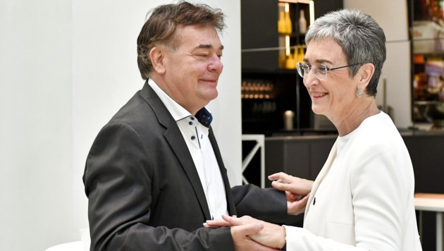 Im Einklang: Ulrike Lunacek und Werner Kogler (Bild: APA/HERBERT NEUBAUER)