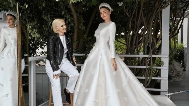 Miranda Kerr in ihrem Dior-Hochzeitskleid (Bild: facebook.com/Miranda Kerr)