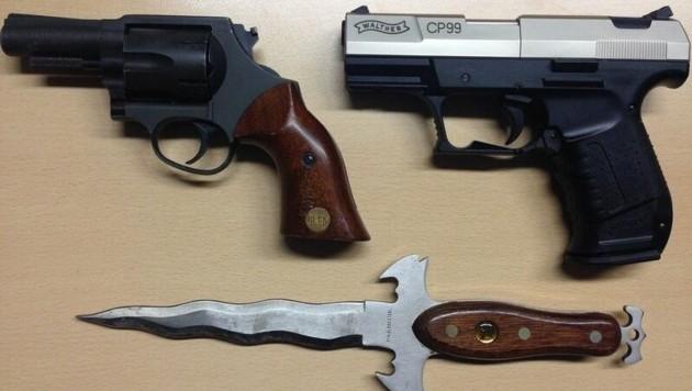Drei Waffen wurden bei dem 61-Jährigen gefunden. (Bild: Polizei)