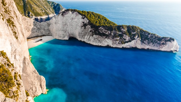 """Die Navagio-Bucht auf Zakynthos mit dem berühmten Schiffswrack der """"Panagiotis"""" (Bild: thinkstockphotos.com)"""