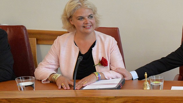 Stadträtin Anja Hagenauer will die Debatte rund um Salzburgs Frauenhäuser bei einem Kinobesuch klären. (Bild: APA/Barbara Gindl)