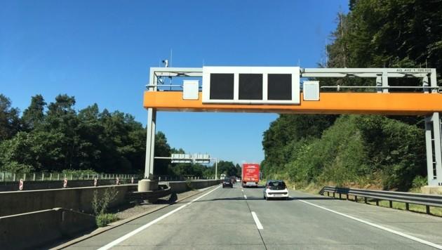 Normaler Verkehr beim Knoten Jerolitsch. Von hier bis Velden-West haben wir 100 gegen 130 probiert. (Bild: Alexander Schwab)