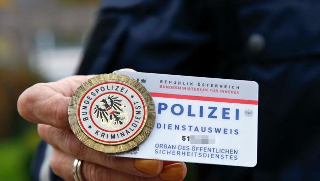 Kokarde und Dienstausweis verlangen! (Bild: Markus Tschepp)
