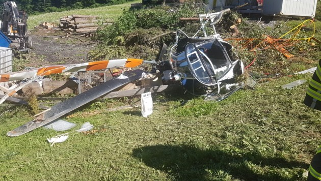 Der Helikopter wurde bei dem Crash völlig demoliert. (Bild: Wucher Helikopter)