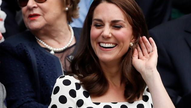 Herzogin Kate hat eine neue Frisur. Doch nicht die kürzeren Haare sorgen für Aufregung ... (Bild: AP)