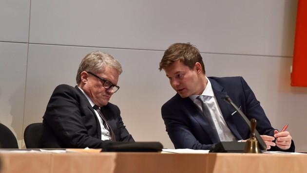 Stadtchef Klaus Luger (li.) und Personalreferent Christian Forsterleitner, SPÖ, kiefeln an Affäre (Bild: © Harald Dostal / 2015)